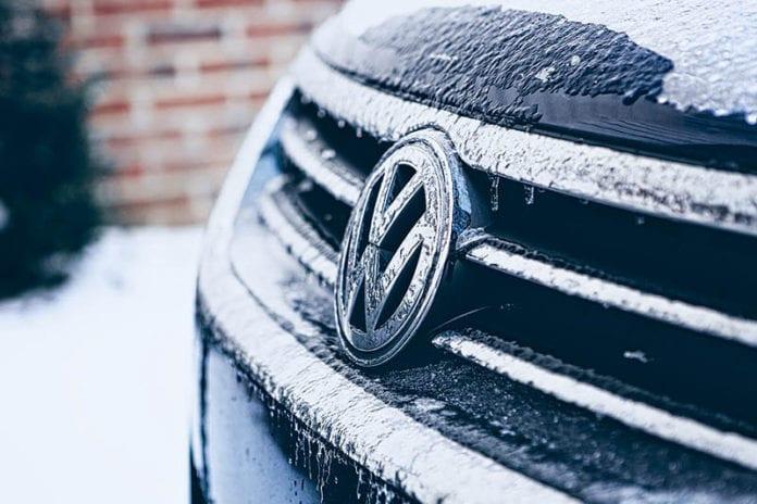Snowy Car Image