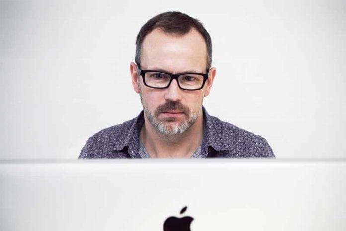Man_Looking_At_Computer_Image